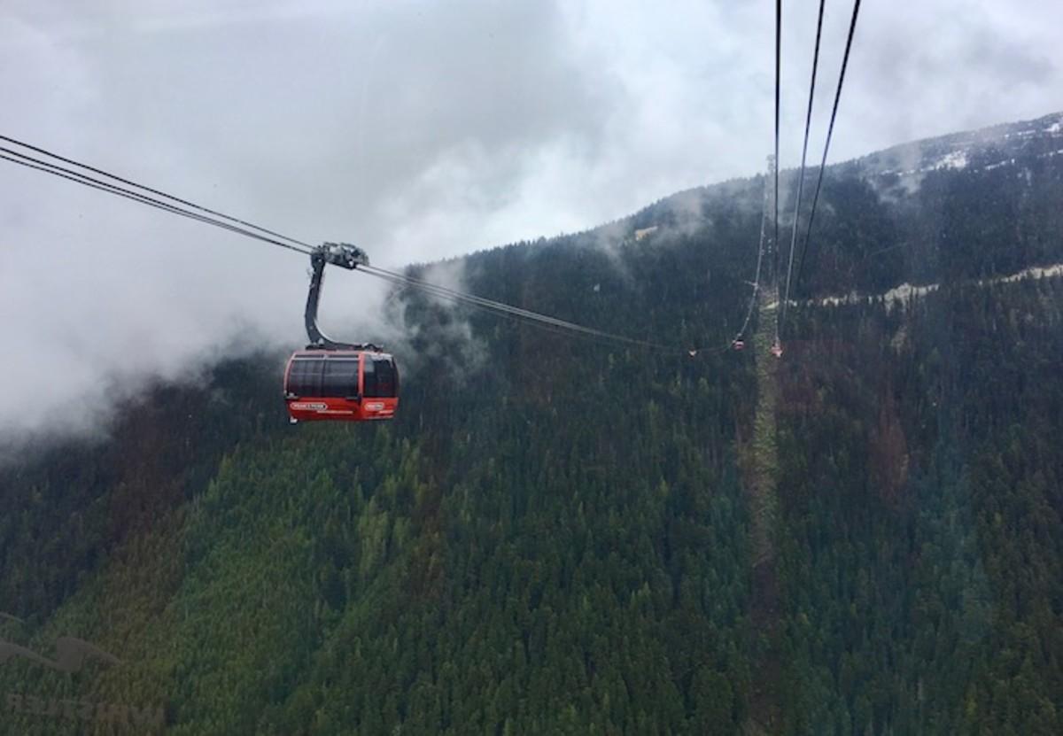 Peak 2 Peak Express Gondola