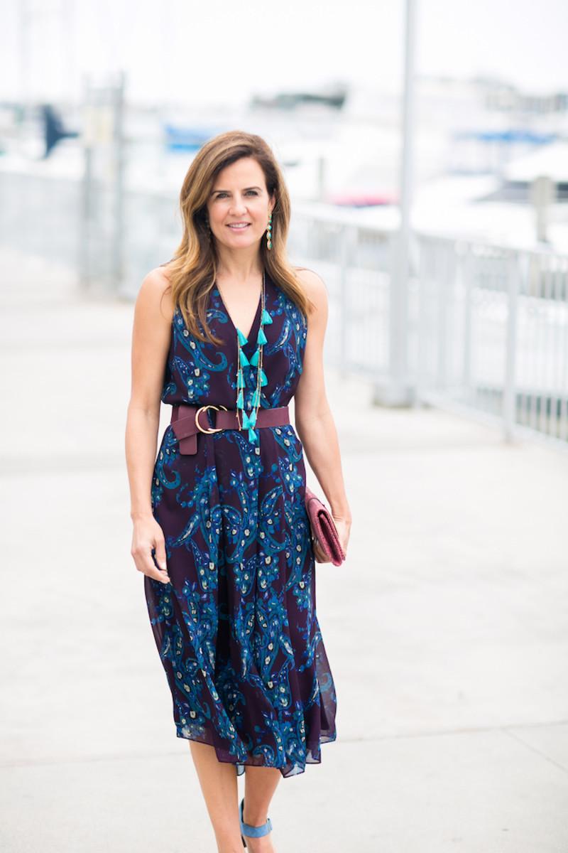 fashion tip how to belt a dress momtrendsmomtrends