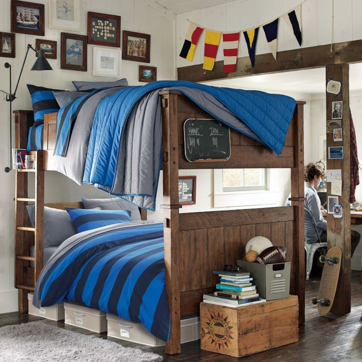 The Best Kids Beds for Shared Bedrooms for Kids  ~ 072157_Dorm Room Themes For Guys