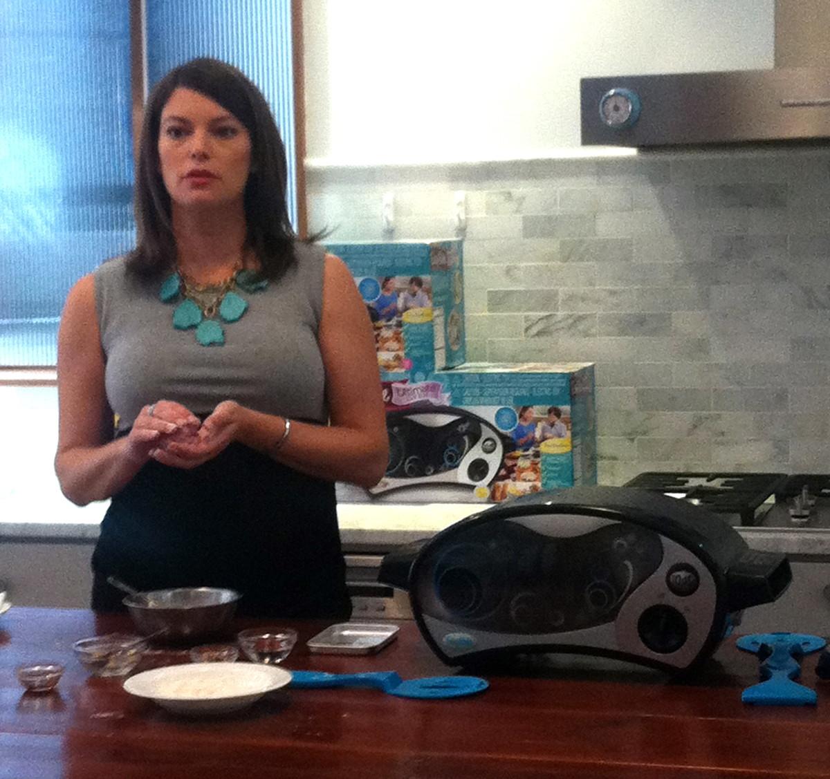 Easy-Bake Oven Demo, Gail Simmons