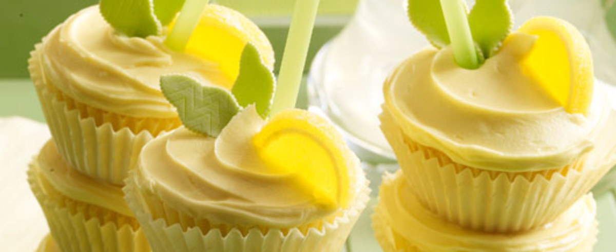 hero-lemonade-cooler-cupcakes