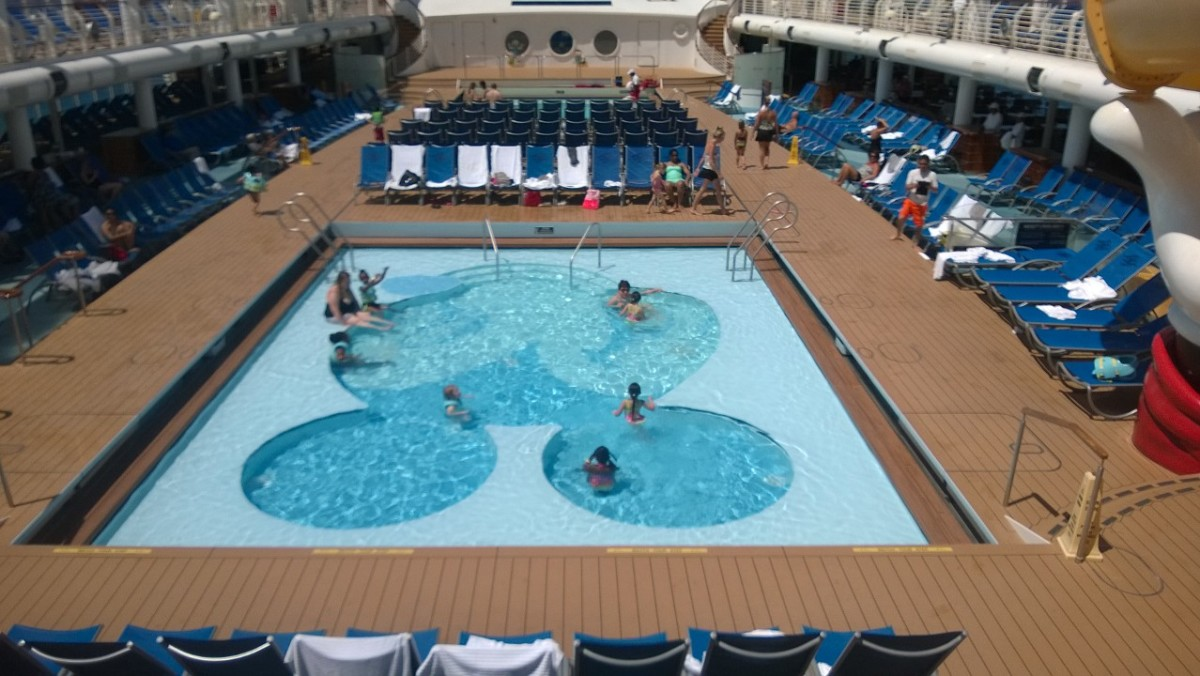 Mickey Mouse pool Disney Dream