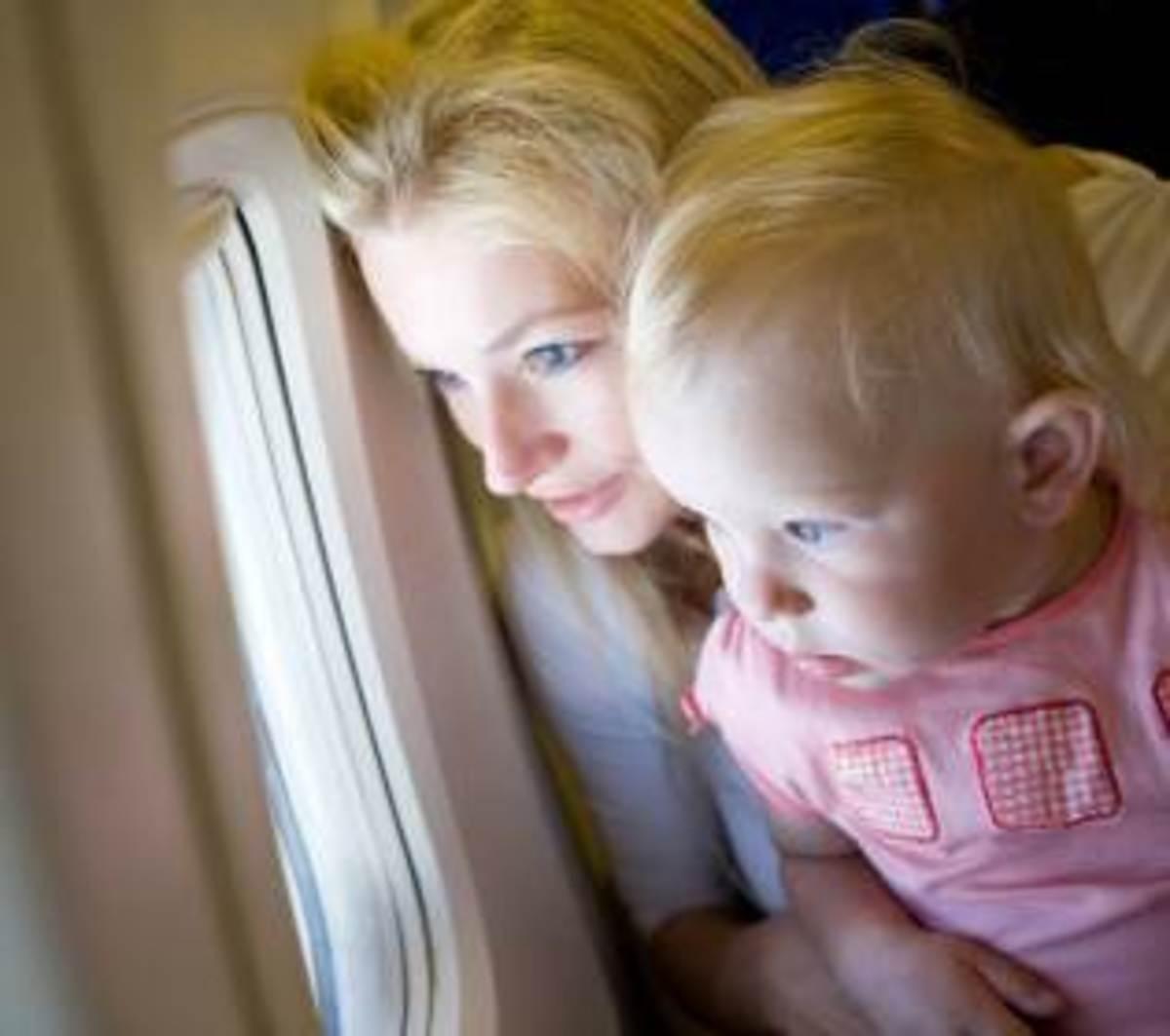 child-airplane-travel