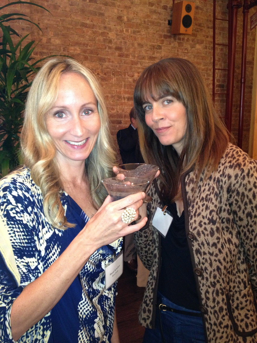 Momtrends and Crushworthy Moms say cheers to good health!
