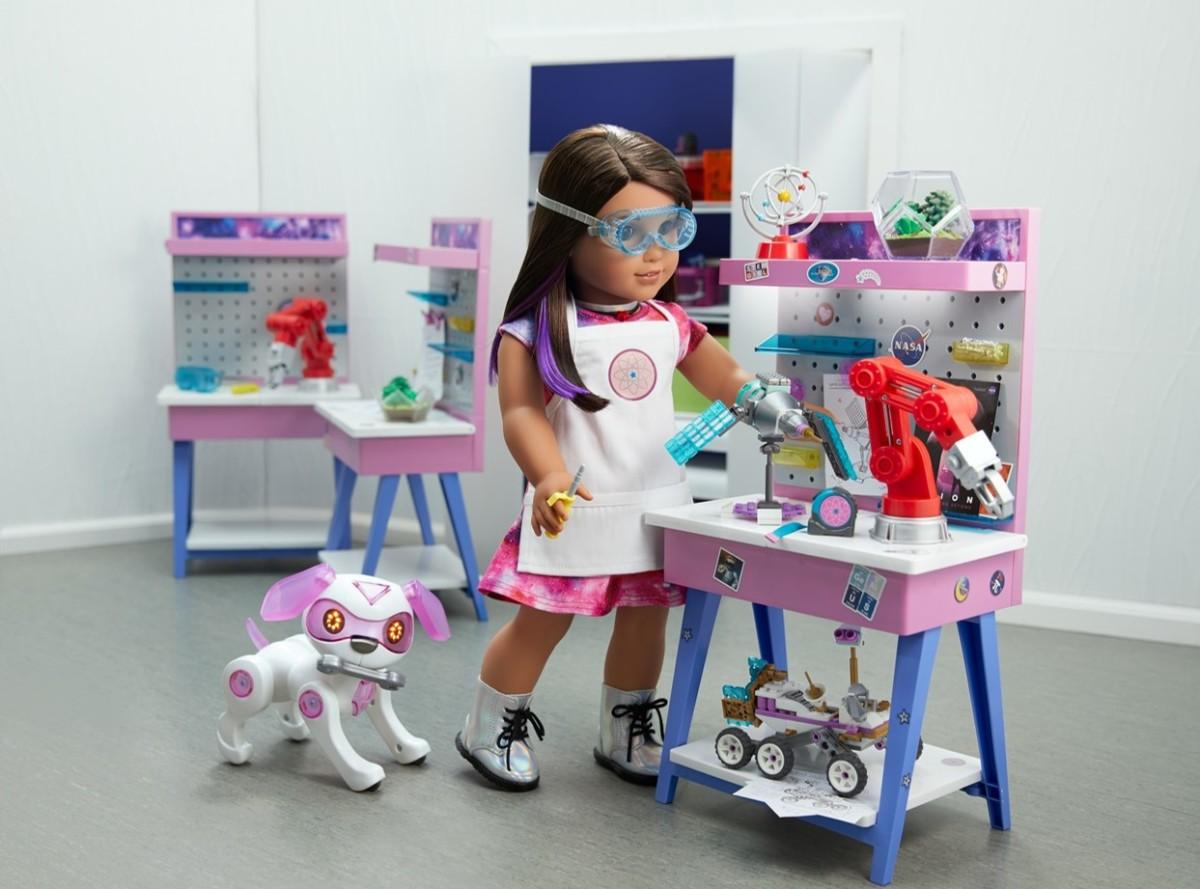 Luciana's Maker Station-LR