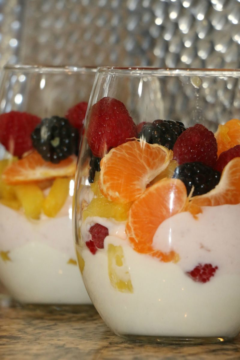 healthy yogurt parfait