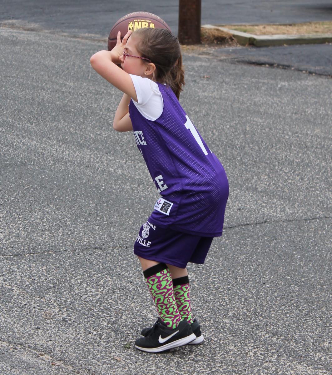 shootingbasketball
