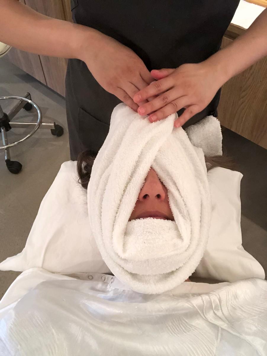 Checking out Facehaus facial bar for spa facial at a great price