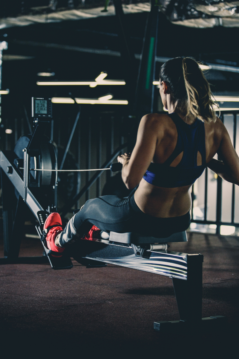 woman using rowing machine (1)
